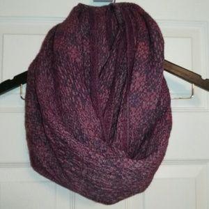 Aritzia Wilfred infinity scarf